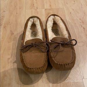 Near perfect Ugg Dakota Slippers